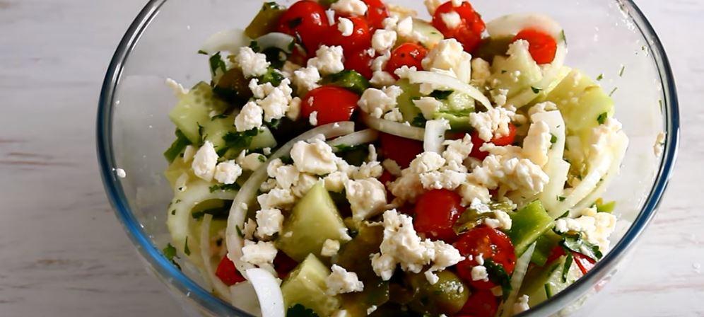 Shopska eli Bulgarian salaatti