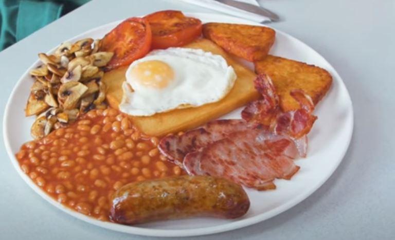 Englantilainen aamiainen Full english breakfast